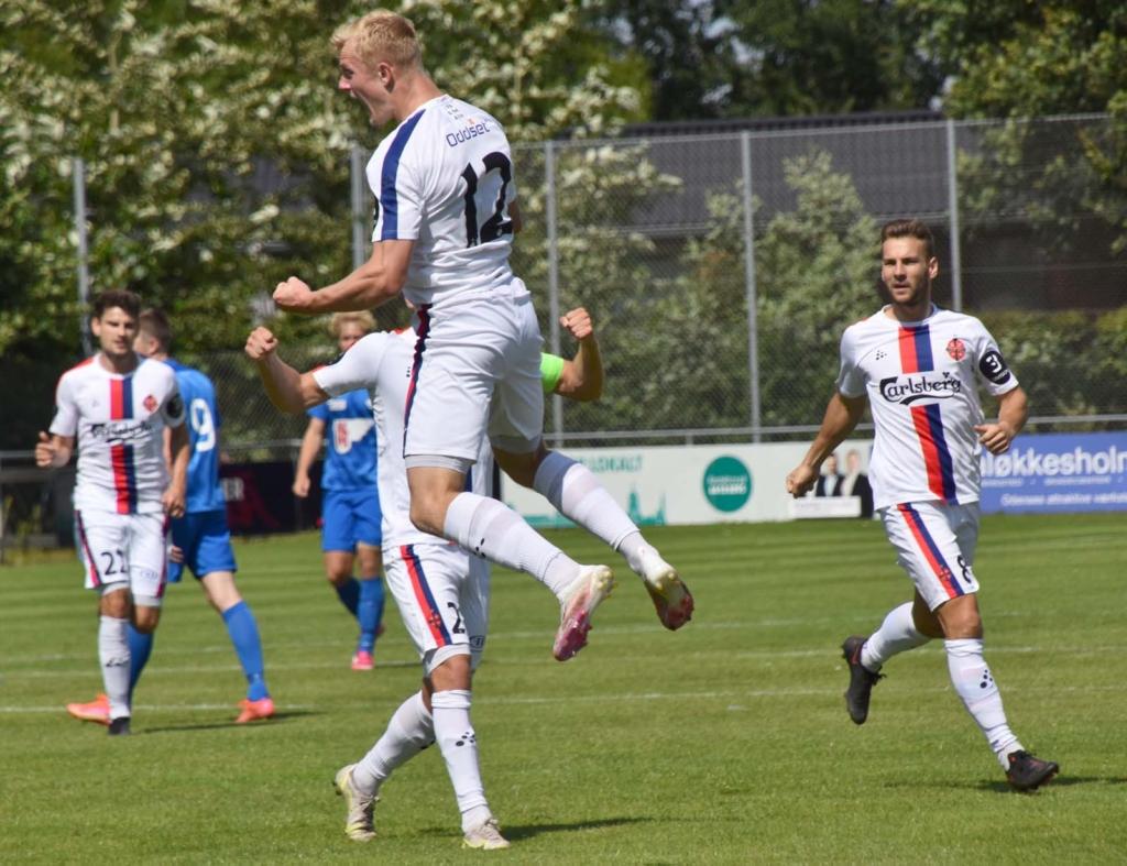 Isak jubler over sin scoring - Foto Preben Pathuel